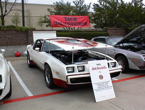 Click on this image to see Macho DKM Legend Dennis Mecham at the Trans Am Nationals DKM display.