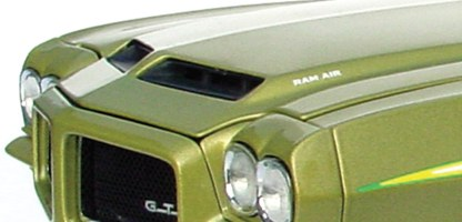 Another interesting note is that the GMP model is made with a automatic console and shifter instead of the 4 speed as Glens' GTO is equipped. It was indicated to Glen by GMP that this was due to licening issues with General Motors. Regardless - it's a GREAT MODEL!